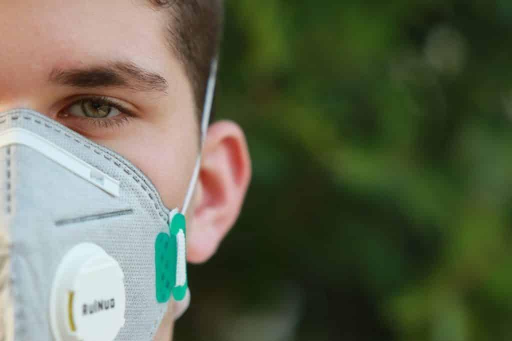 Das Tragen einer Maske, ist wichtig im Kampf gegen Covid-19-Pandemie